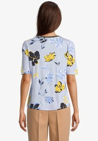 Betty Barclay - Print T-shirt - light blue cream - 2