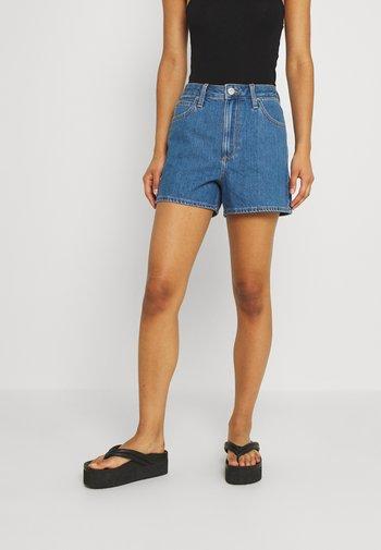 CAROL  - Denim shorts - mid stone