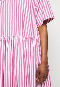 Victoria Victoria Beckham - A-LINE BROAD STRIPE SHIRT DRESS - Sukienka koszulowa - pink/white - 5