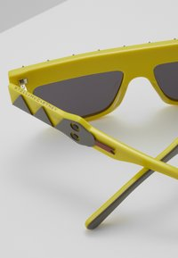 Stella McCartney - SUNGLASS KID - Sunglasses - yellow - 2
