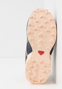Salomon - SPEEDCROSS CSWP - Hiking shoes - flint/evening blue/bellini - 4