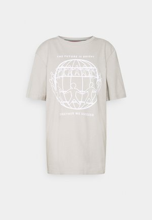 ONE PLANET FRONT LOGO TEE UNISEX - T-shirts print - sand