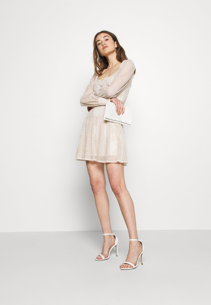 Fashion Union QUINCE - Freizeitkleid - cream/beige 0JueyU