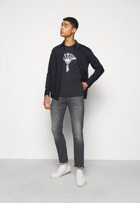 JOOP! Jeans - STEPHEN - Slim fit jeans - silver - 1