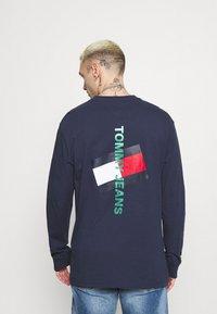 Tommy Jeans - LOGO TEE UNISEX - Långärmad tröja - twilight navy - 2