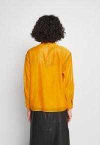 Tory Burch - RUFFLE FRONT BLOUSE - Long sleeved top - saffron gold - 3