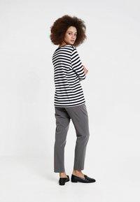 Selected Femme - SLFSTANDARD SEASONAL - Long sleeved top - black/bright white - 2