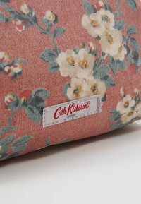 Cath Kidston - FRAME COSMETIC BAG - Trousse - dusty pink - 4