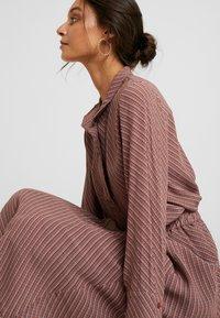 And Less - ABIRA SKIRT - A-line skirt - henna - 3
