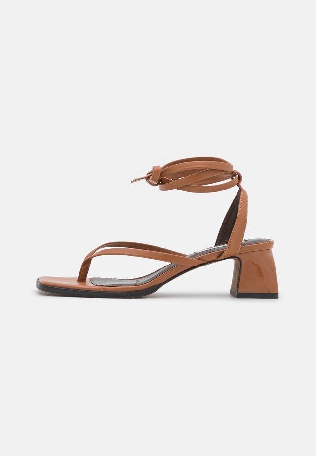 LACE UP TOE STRAP - T-bar sandals - tan