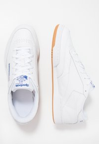 Reebok Classic - CLUB C 85 LEATHER UPPER SHOES - Zapatillas - white/royal