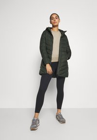 Vaude - WOMENS ANNECY COAT - Down coat - spinach - 1
