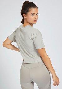 Guess - T-shirt print - grigio - 2