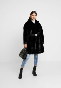 Guess - SHELLY COAT - Zimní kabát - jet black - 1