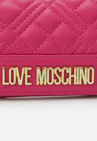 Love Moschino - QUILTED SOFT QUILTED SOFT - Wallet - fuxia - 0