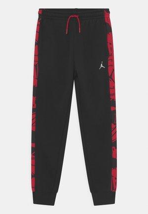 ESSENTIALS - Pantaloni sportivi - gym red/black