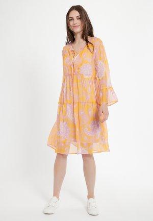 CHABA - Korte jurk - orange