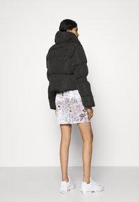 NA-KD - JASMIN AZIZAM PUFFER JACKET - Winter jacket - black - 2