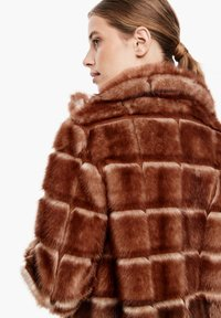 s.Oliver BLACK LABEL - Winterjacke - fake fur - 5