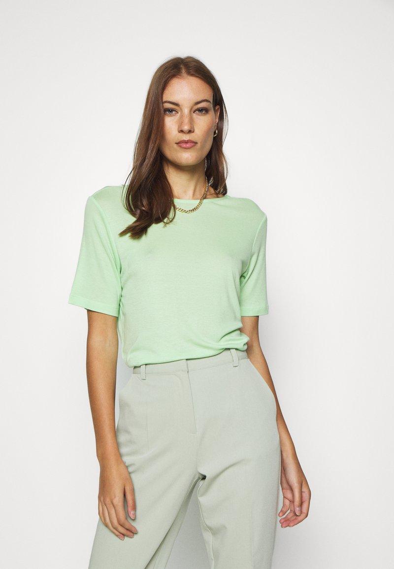 Moss Copenhagen - MONA DEEP BACK TOP - Basic T-shirt - pistachio green