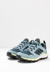 adidas Performance - TERREX AGRAVIC TR GTX - Løbesko trail - legend blue/core black/yellow tint - 2
