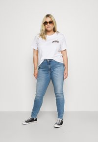 Tommy Jeans Curve - VINTAGE TEE - Print T-shirt - white - 1