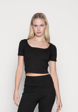 CLASSICS FITTED TEE - Print T-shirt - puma black