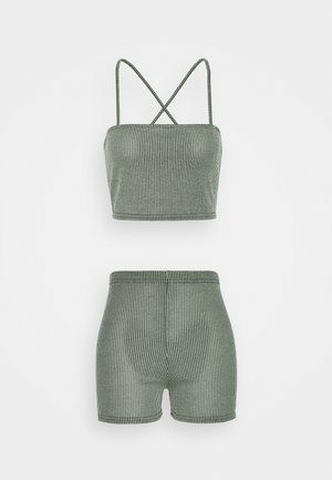 TWO TONE CROSS BACK STRAP CROP AND CYCLING - Shorts - mint