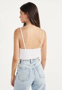 Bershka - GLATTER TRÄGER-BODY - Top - white - 2