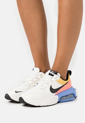 AIR MAX VERONA - Sneakersy niskie - sail/black/royal pulse/atomic pink/solar flare/summit white
