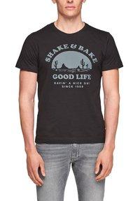 s.Oliver - MIT SCHRIFTPRINT - Print T-shirt - black good life print - 3