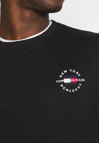 Tommy Hilfiger - CIRCLE CHEST CORP CREWNECK - Sweatshirt - black - 4