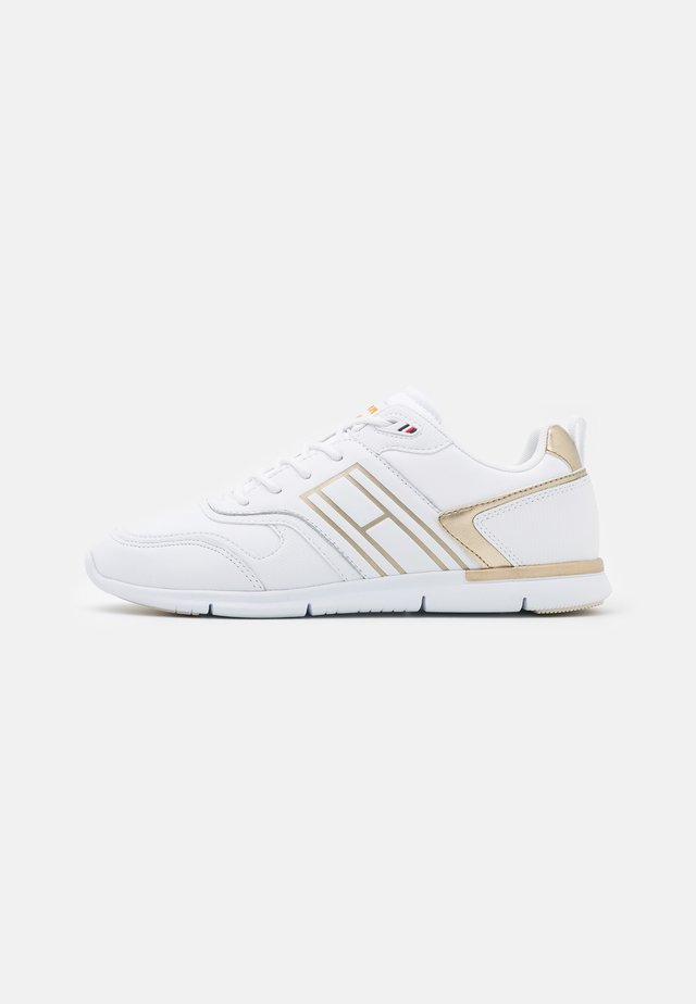 METALLIC LIGHTWEIGHT  - Trainers - gold