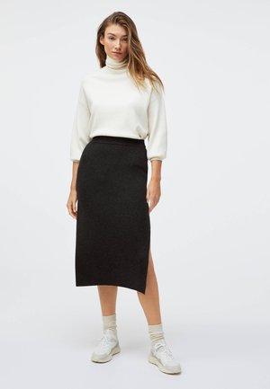 WITH SIDE SLIT AND STRETCH WAIST - Spódnica trapezowa - black
