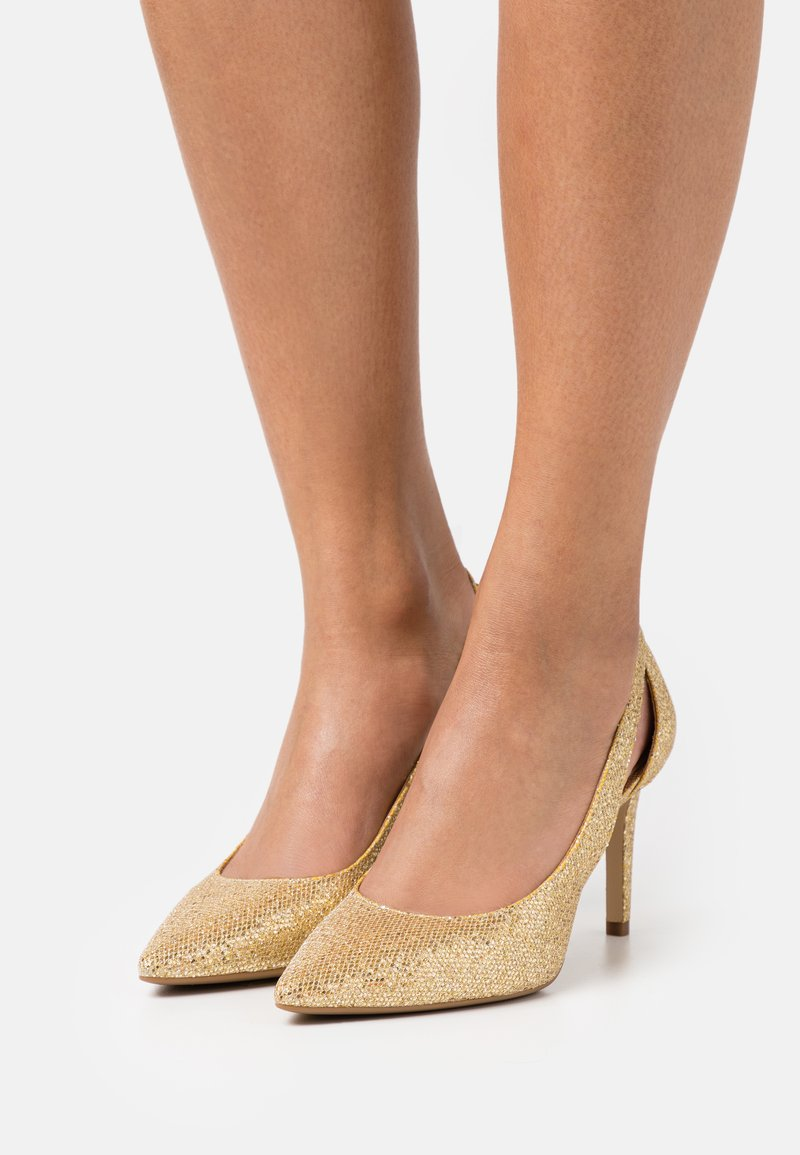 MICHAEL Michael Kors - CERSEI FLEX MID - Classic heels - pale gold