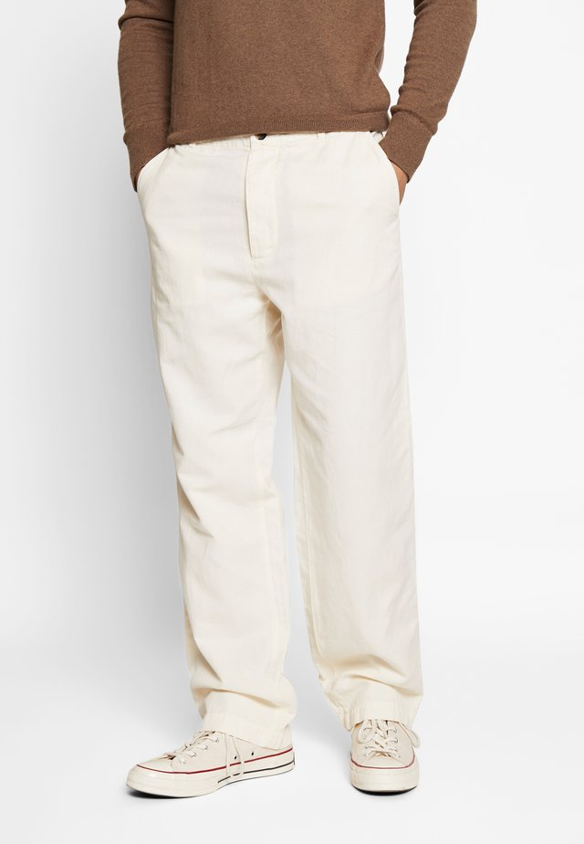 VAN TROUSER - Pantalones - off-white