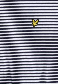 Lyle & Scott - COLOUR STRIPE - T-shirt med print - navy - 5
