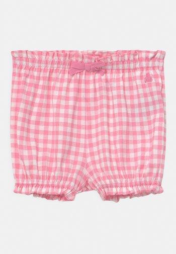 Shorts - neon impulsive pink