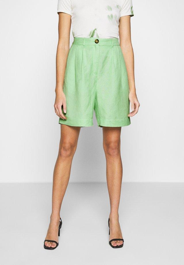 JOANIE BERMUDA - Shorts - cameo green