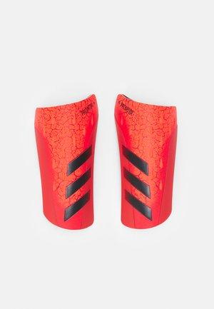 UNISEX - Espinilleras - solar red/black/red