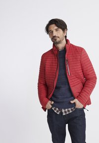 Superdry - SUPERDRY PACKAWAY FUJI JACKET - Light jacket - red - 0
