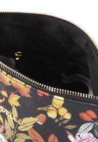 Codello - MIT SNOOPY & CO - Wash bag - braun - 3