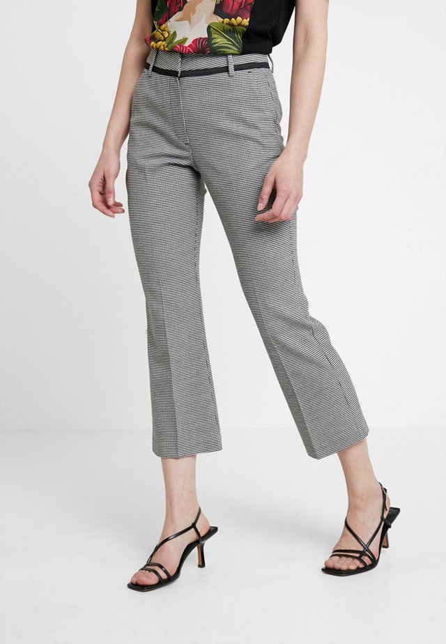 CLARA CROP - Trousers - white
