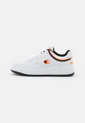 LOW CUT SHOE REBOUND UNISEX - Basketball shoes - white/orange/new black