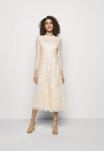 AURELIA LONG SLEEVE BALLERINA DRESS - Společenské šaty - champagne