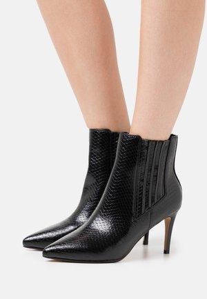 MAKENNA - Kotníková obuv - black