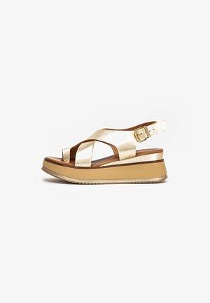 Sandały na koturnie - gold gld