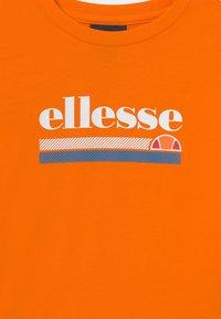 Ellesse - FANTUCCI TEE - Print T-shirt - orange - 2