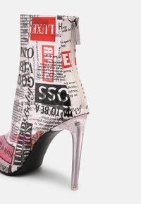 Steve Madden - VEIL - High heeled ankle boots - newspaper - 7