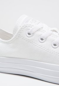 Converse - CHUCK TAYLOR ALL STAR OX - Joggesko - white - 5